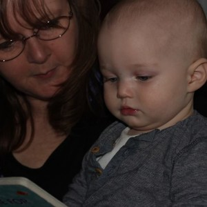reading with child helping bonding